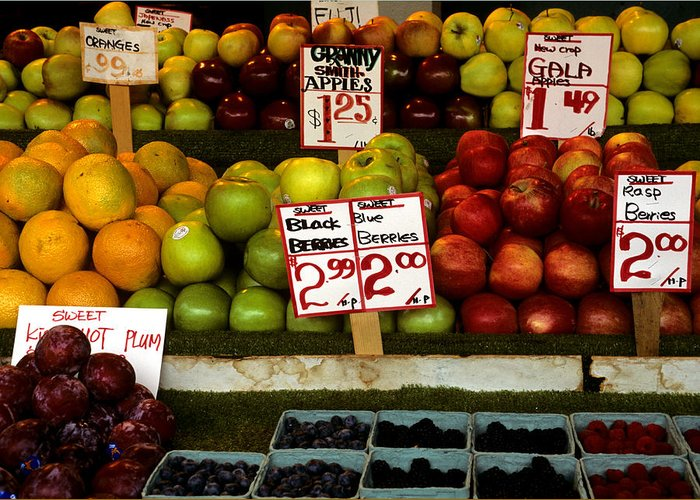 Fruit Greeting Card featuring the photograph Marketplace Fruit by Laurie Paci