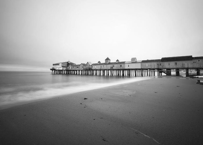Old Orchard Beach Greeting Card featuring the photograph Old Orchard Beach Pier by Eric Gendron
