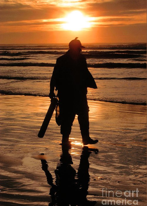Pacific Greeting Card featuring the painting Razor Clam Hunter by Larry Keahey