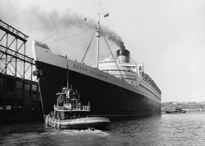 Historic Greeting Card featuring the photograph Rms Queen Elizabeth by Dick Hanley and Photo Researchers