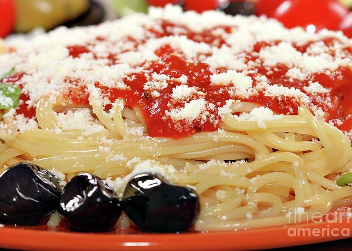 Spaghetti Greeting Card featuring the photograph Spaghetti With Tomatoes And Olives Food Background by Goce Risteski