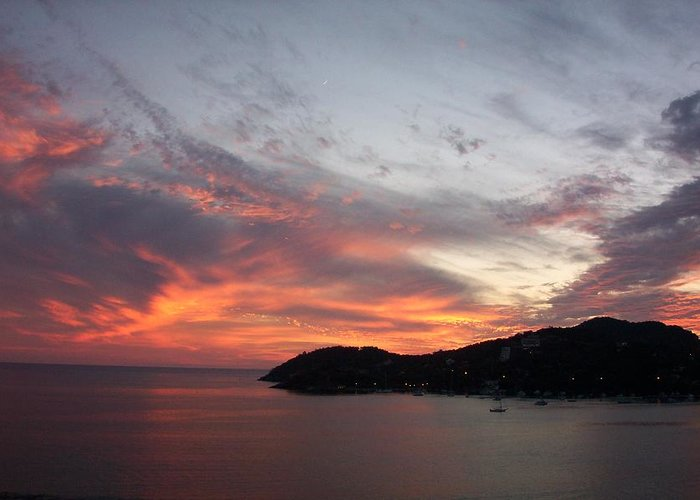 Zihautanejo Greeting Card featuring the photograph Sunset At Zihautanejo by James Johnstone