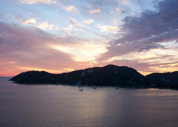 Zihautanejo Greeting Card featuring the photograph Sunset On The Bay by James Johnstone