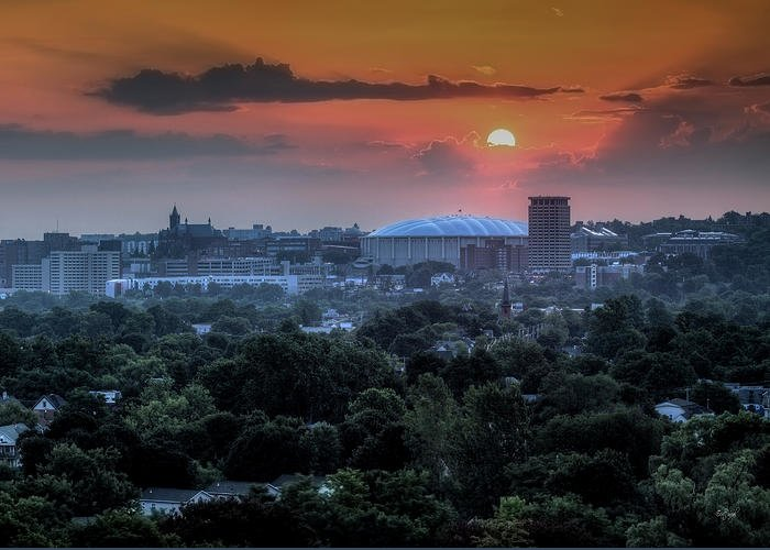 Syracuse Greeting Card featuring the photograph Syracuse Sunrise by Everet Regal