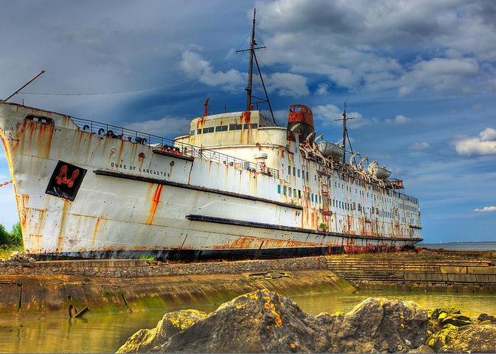Hdr Greeting Card featuring the photograph The Duke by Adrian Evans