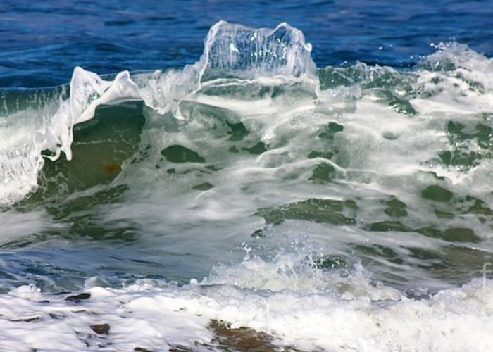 Ocean Greeting Card featuring the photograph The Wave by Mesa Teresita