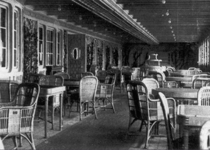 1912 Greeting Card featuring the photograph Titanic: Parisian Cafe, 1912 by Granger