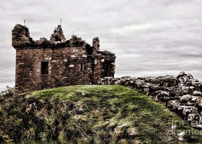 Urquhart Castle Greeting Card featuring the photograph Urquhart Ruins IIi by Chuck Kuhn