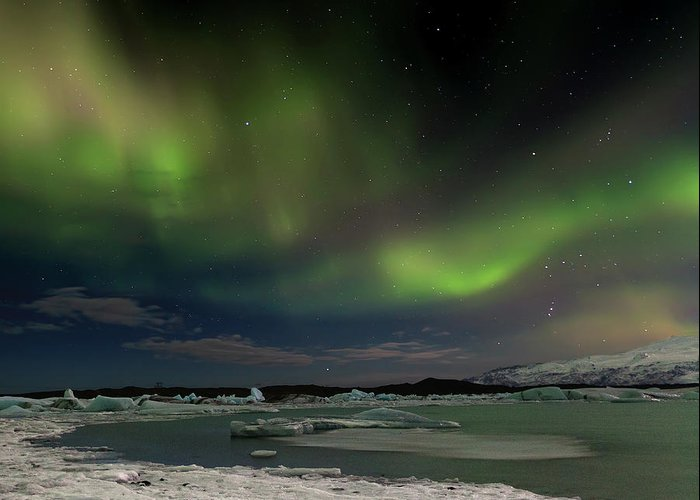 Scenics Greeting Card featuring the photograph Auroras En Jokulsarlon Islandia by Martin Zalba