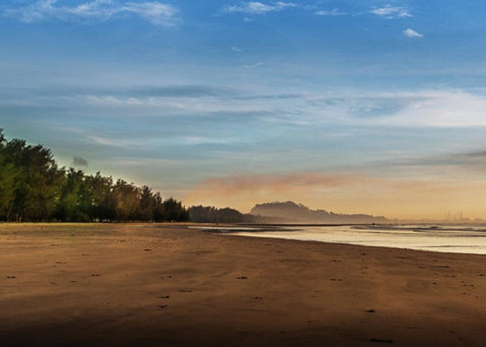 Tranquility Greeting Card featuring the photograph Eastern Edge Of Malaysia by Simonlong