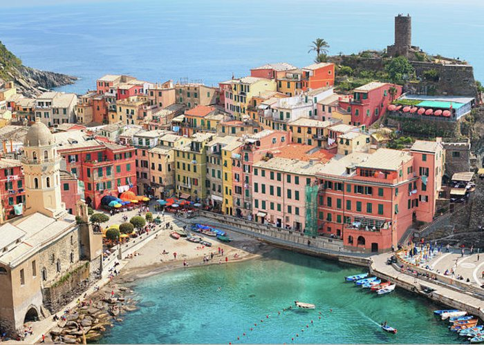 Water's Edge Greeting Card featuring the photograph Vernazza by Borchee