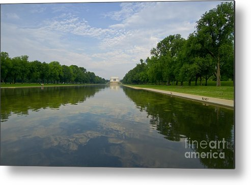 Lincoln Memorial Metal Print featuring the photograph The Lincoln Memorial And Reflecting Pool by Jim Moore