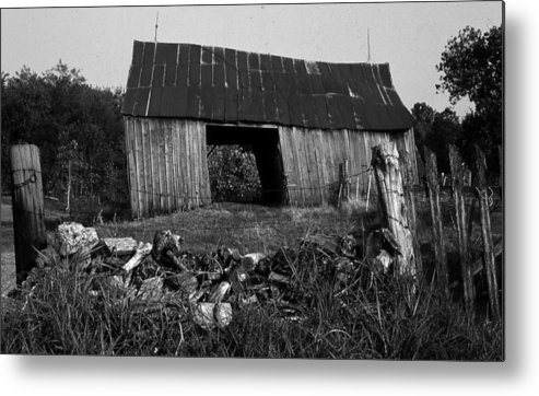 Vintage Metal Print featuring the photograph Lloyd-shanks-barn-4 by Curtis J Neeley Jr