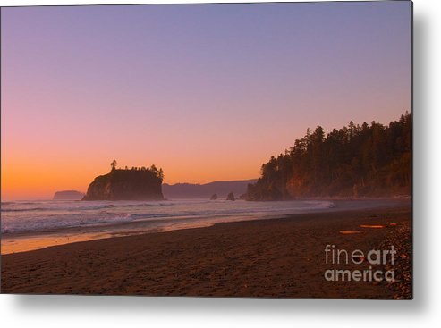 Ocean Metal Print featuring the photograph Ruby Beach by Dana Kern