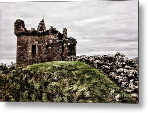 Urquhart Castle Metal Print featuring the photograph Urquhart Ruins IIi by Chuck Kuhn