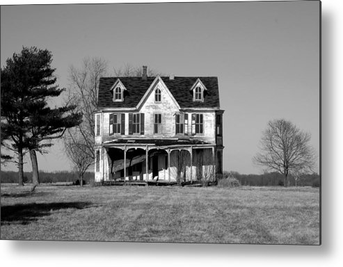Farmhouse Metal Print featuring the photograph Abandoned IIi by Richard Ortolano