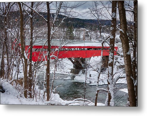 New England Covered Bridge Metal Print featuring the photograph Taftsville Covered Bridge by Jeff Folger