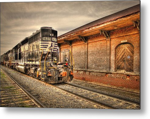 Reid Callaway Norfolk Southern Railway Metal Print featuring the photograph Locomotive 1637 Norfork Southern by Reid Callaway