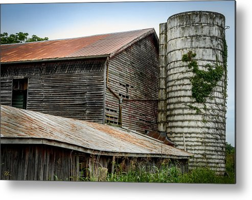 Shenandoah Valley Metal Print featuring the photograph Abandoned Barn by Pat Scanlon
