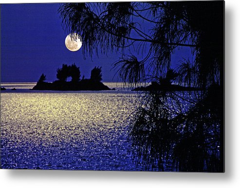 Bermuda Moon Metal Print featuring the photograph Bermuda Moon by Mike Flynn