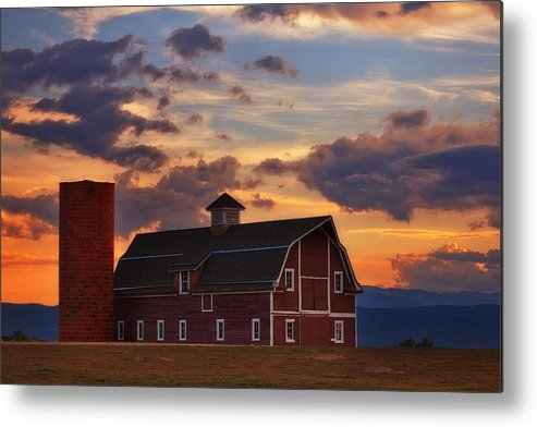 Barn Metal Print featuring the photograph Danny's Barn by Darren White
