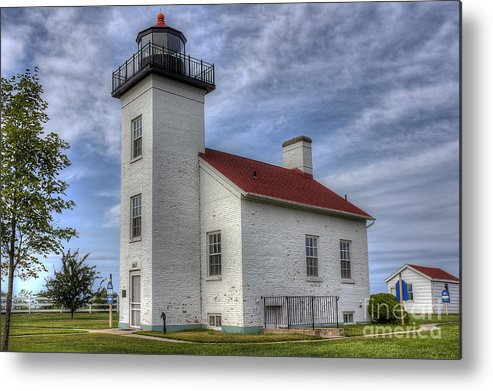 Escanaba Metal Print featuring the photograph Escanaba Michigan Lighthouse by Twenty Two North Photography