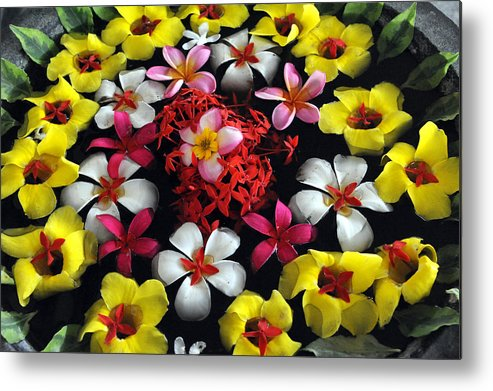 Floweres Metal Print featuring the photograph Flowers Floating by Mark Sullivan