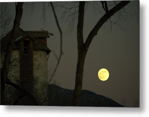 Metal Print featuring the photograph Harvest Moon And The Dead Granary by Jim ODonnell