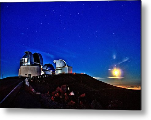 Hawaii Metal Print featuring the photograph Mauna Kea At Moon Rise by Bob Kinnison