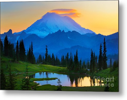 Mount Rainier Metal Print featuring the photograph Mount Rainier Goodnight by Inge Johnsson