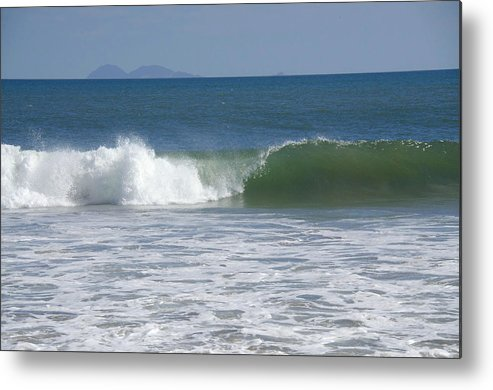 Metal Print featuring the photograph Pacific Wave by Ricky Cerda