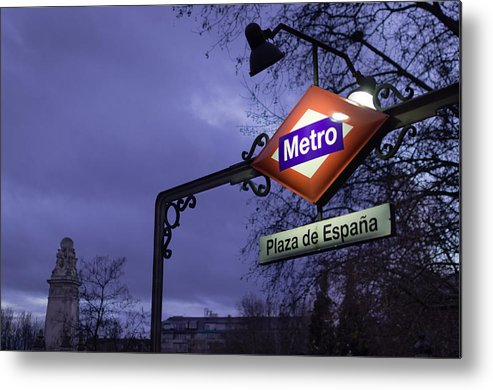 Metro Metal Print featuring the photograph Plaza De Espana by Pablo Lopez