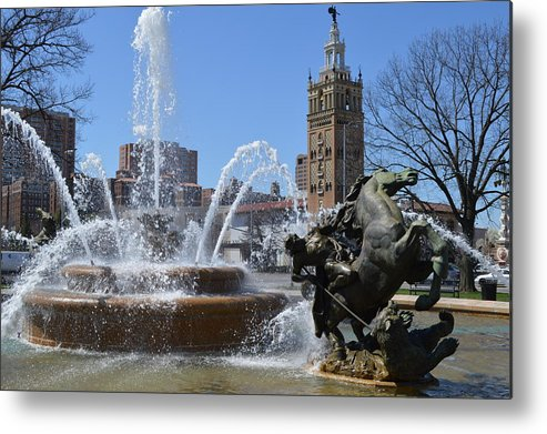 Fountain Metal Print featuring the photograph Plaza Fountain by Jonathan Fly