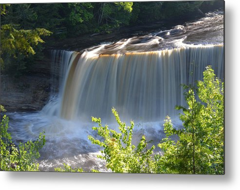 Tahquamenon Falls Metal Print featuring the photograph Pouring Down by Linda Kerkau