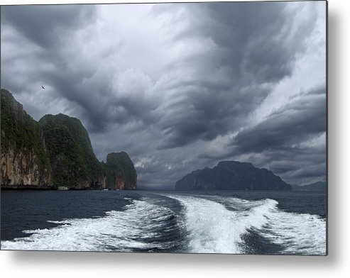 Landscape Metal Print featuring the photograph Vastness by Niloufar Hoseinzadeh
