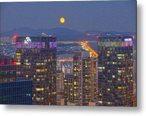 Horizontal Metal Print featuring the photograph City And Moon by Tokism
