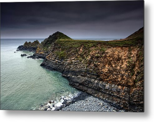 Canvas Metal Print featuring the photograph Hartland Strata by Mark Leader