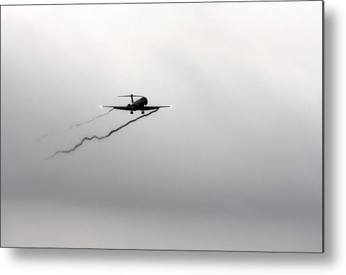 American Airlines-the Mcdonnell Douglas Md-81/82/83/88 Metal Print featuring the photograph Landing Approach In Bad Weather by Douglas Barnard