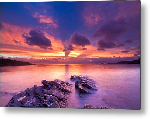 Horizontal Metal Print featuring the photograph Rocks In Beach by Chia-Hsing Wu