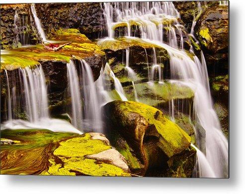 Horizontal Metal Print featuring the photograph Shifen Waterfall by Jeff Chiu