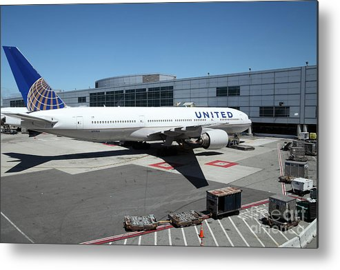 Transportation Metal Print featuring the photograph United Airlines Jet Airplane At San Francisco Sfo International Airport - 5d17114 by Wingsdomain Art and Photography