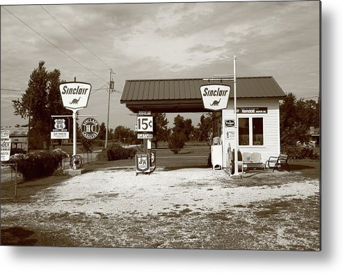 66 Metal Print featuring the photograph Route 66 Sinclair Station by Frank Romeo