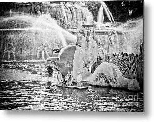 Buckingham Metal Print featuring the photograph Buckingham Fountain Chicago by Paul Velgos