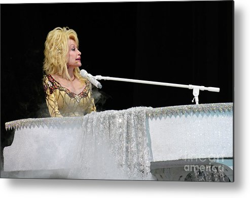 Dolly Parton Metal Print featuring the photograph Dolly At The Pianao by Bernd Billmayer