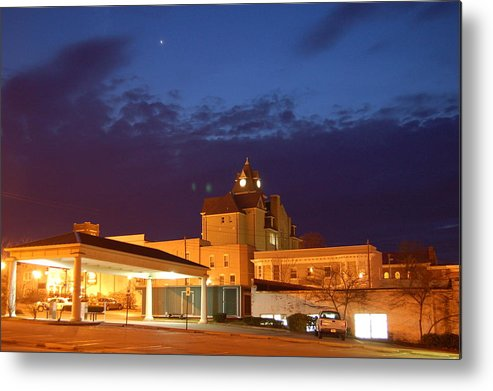 Sunset Metal Print featuring the photograph Downtown Richmond Ky by Steven Crown