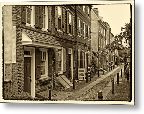 Philadelphia Metal Print featuring the photograph Elfreths Alley by Jack Paolini