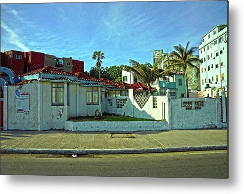 Havana Metal Print featuring the photograph Havana-49 by Rezzan Erguvan-Onal