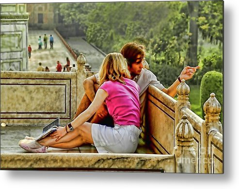 India Lovers Metal Print featuring the photograph In Love by Rick Bragan