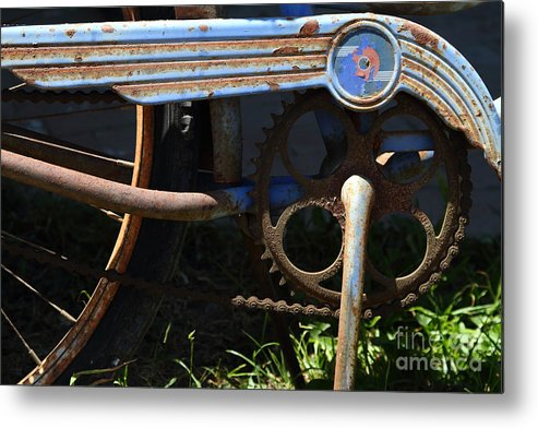 Transportation Metal Print featuring the photograph Rusty Old Bicycle . 7d15946 by Wingsdomain Art and Photography