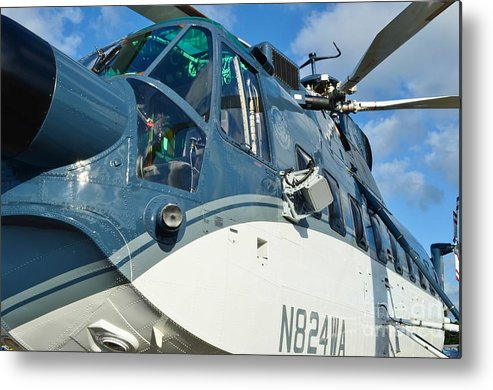 Sikorsky S-61n Metal Print featuring the photograph Sikorsky S-61n by Lynda Dawson-Youngclaus